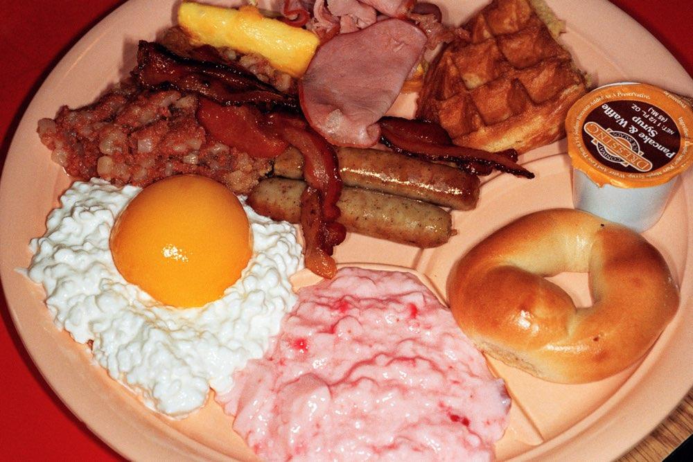 Real Food door Martin Parr: breakfast