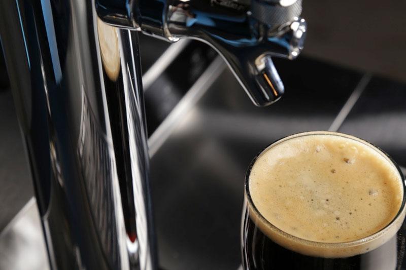 Whirlpool Vessi: een glas bier