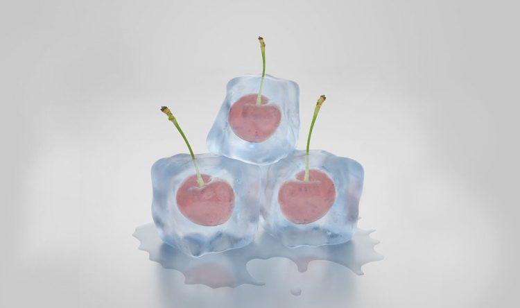 ijsblokjesvorm met kersen