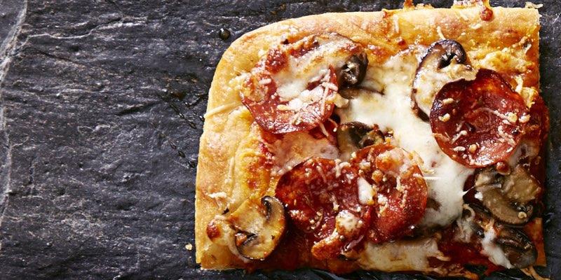 Pizza pepperoni champignons